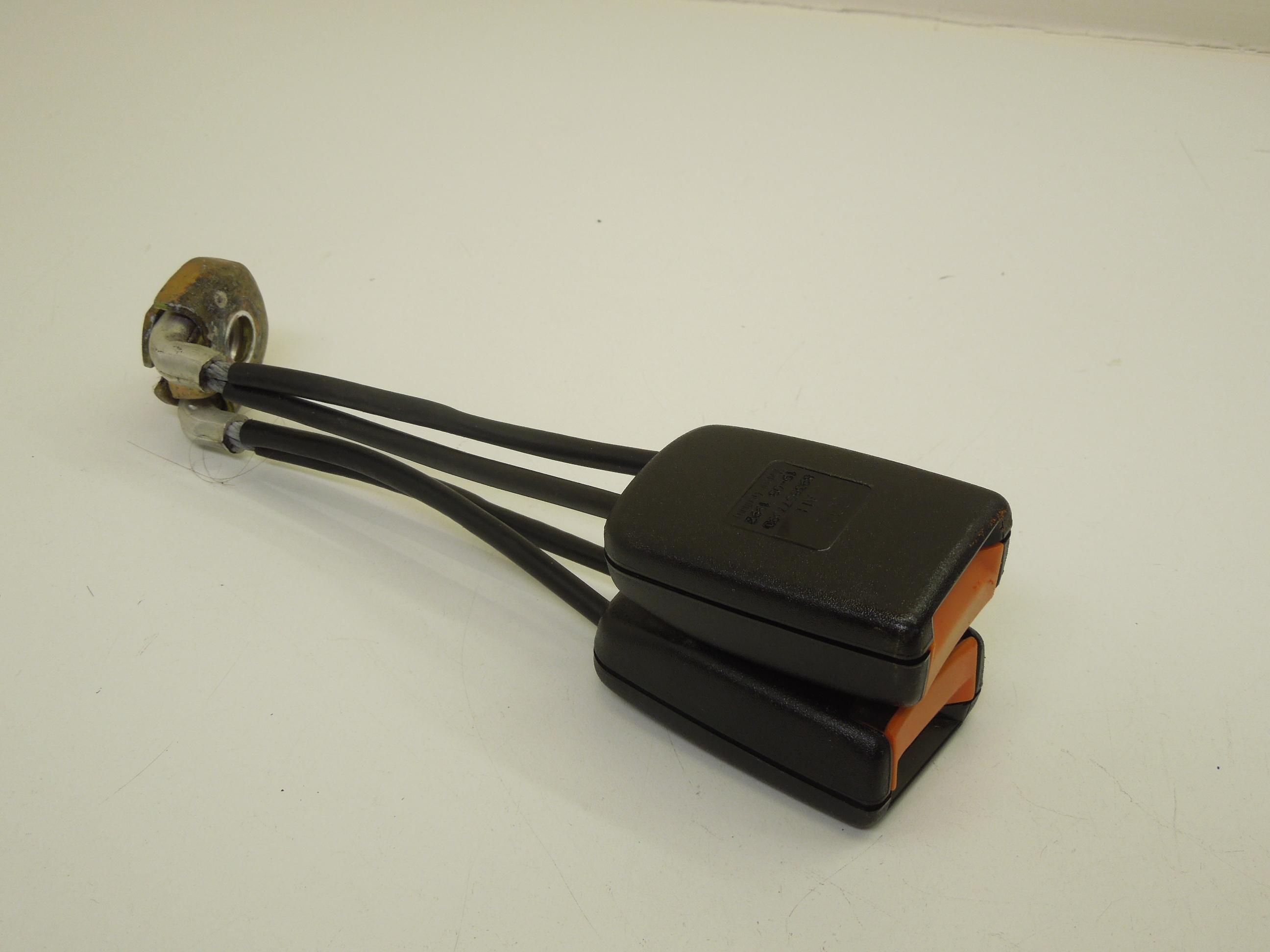Audi-80-Coupe-Rear-Seat-Belt-Buckles-Pair-893857739D