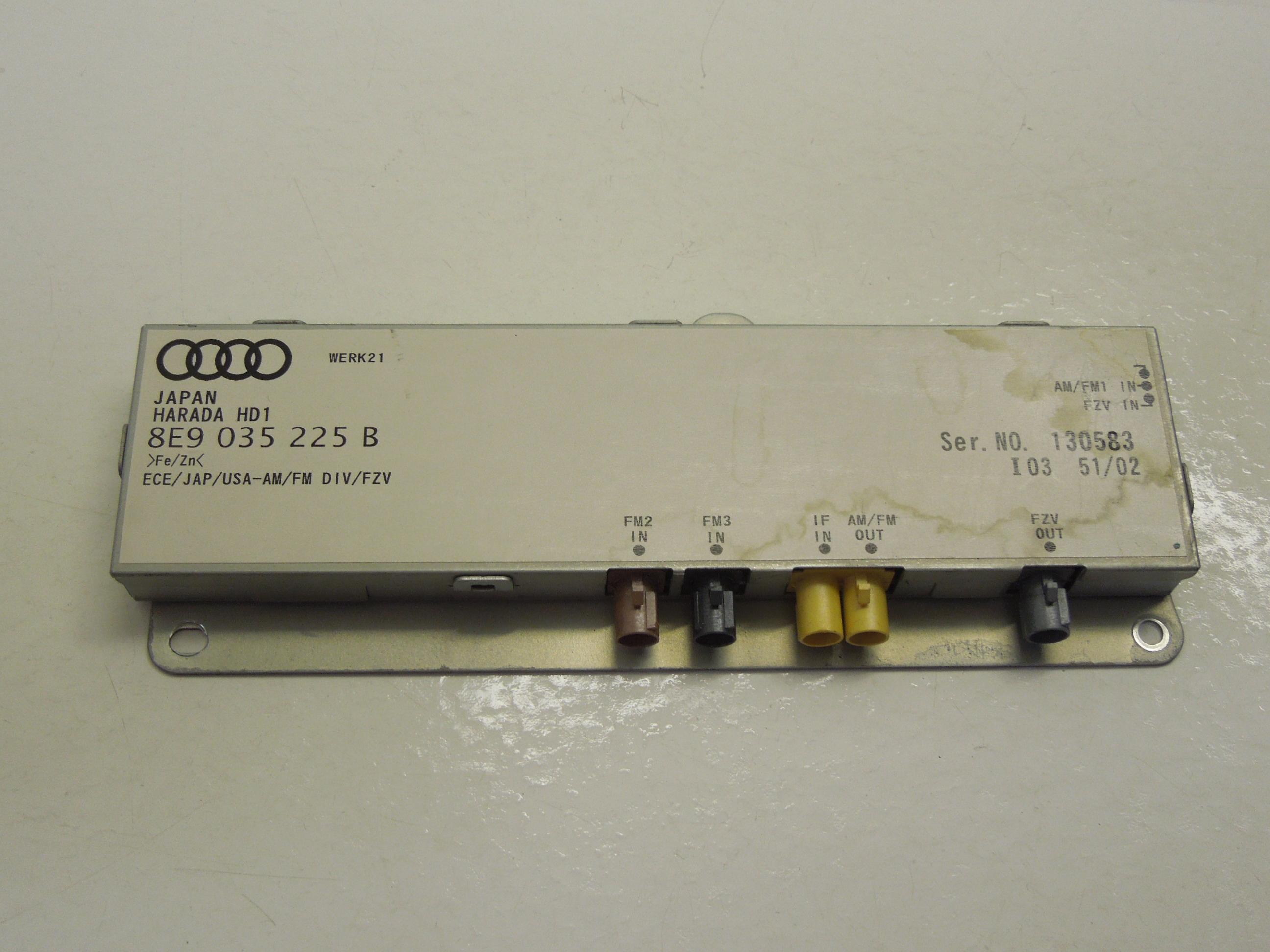 Audi A4 B6 B7 Avant ns antenneversterker linksachter 8E9035225B