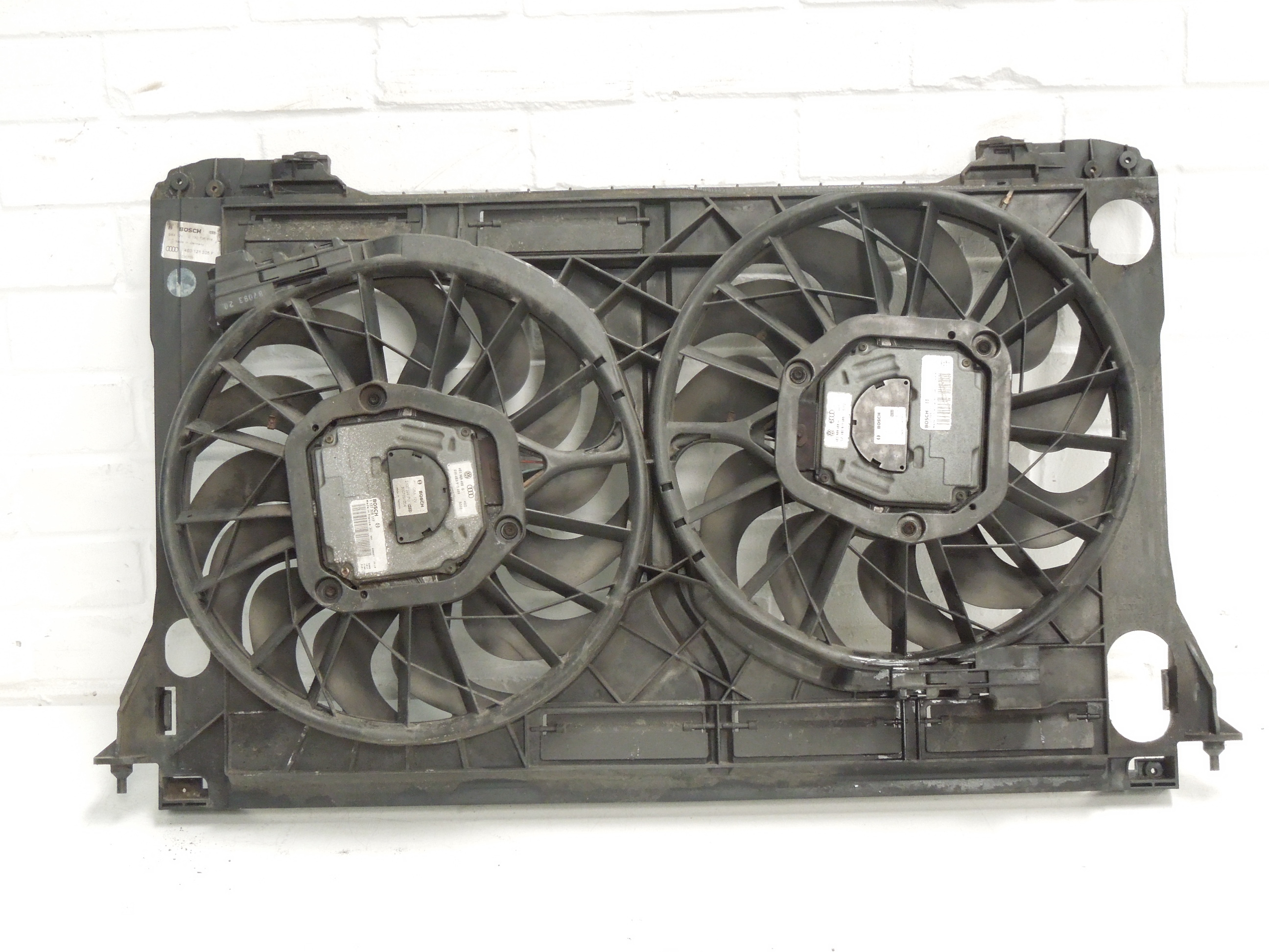 AUDI-A8-D3-V8-3-7-4-2-radiador-electrico-doble-refrigeracion-ventiladores-en-panel
