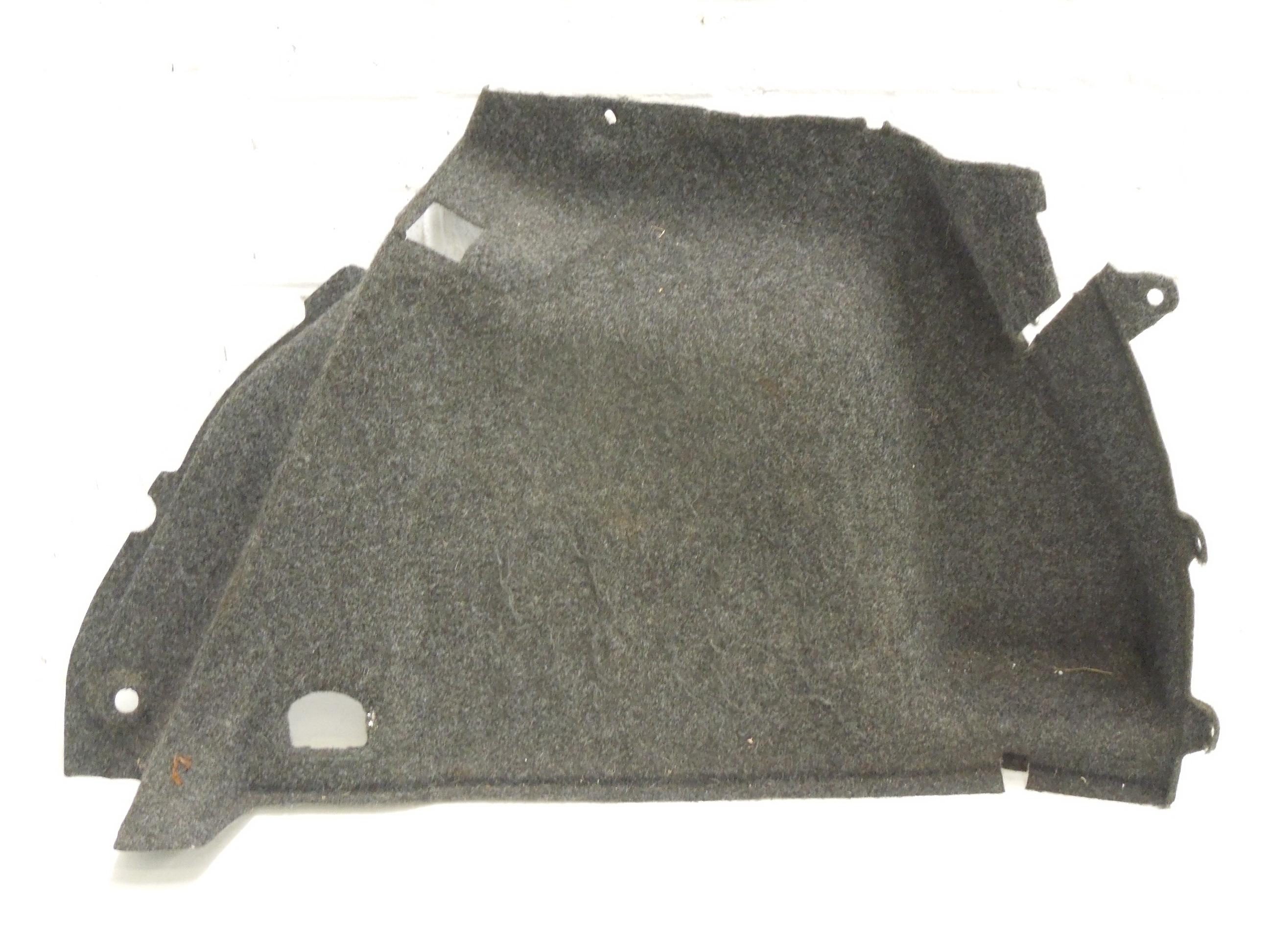 VW-Golf-Mk5-5-deurs-os-tapijt-aan-de-kofferbakzijde-1K6867428G