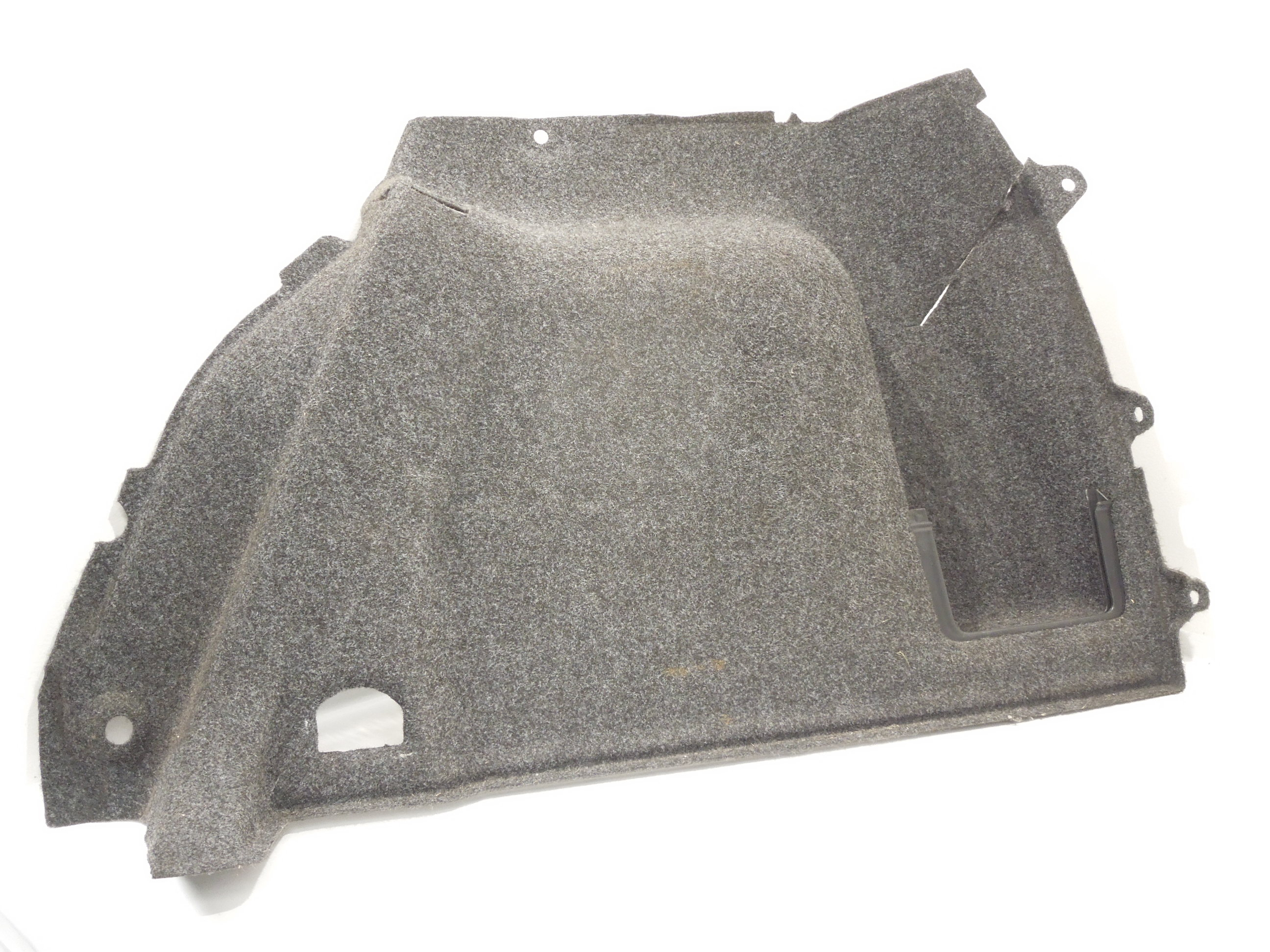 VW-Golf-Mk5-5-deurs-os-tapijt-aan-de-kofferbakzijde-1K6867428M