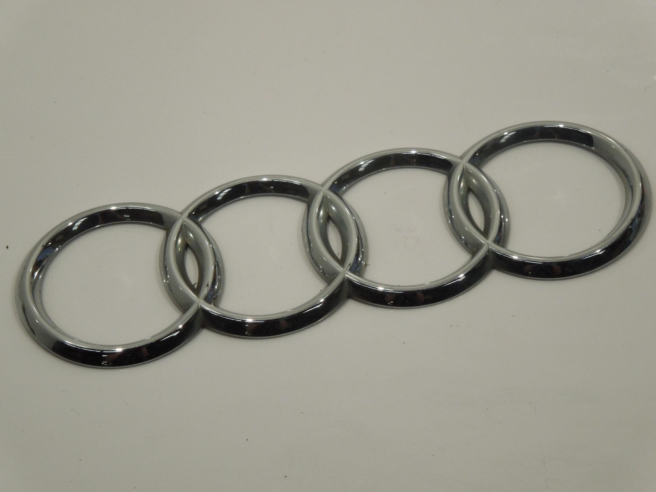 Audi-TT-8N-Four-Ring-Logo-Boot-Badge
