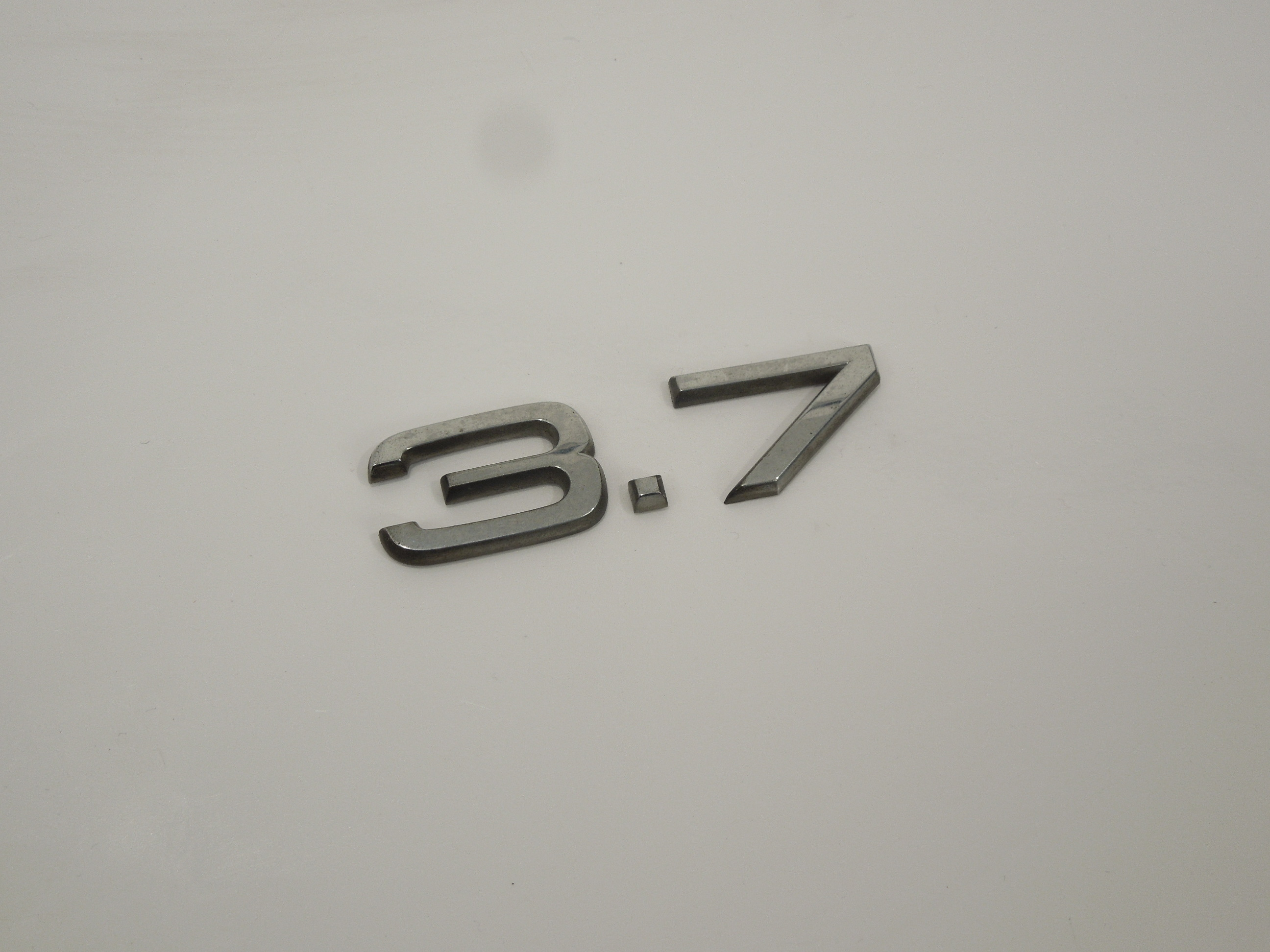 Audi-A8-D3-3-7-Boot-Badge-Logo